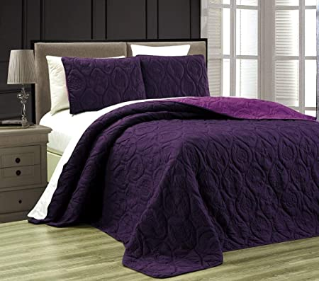 Purple Bedroom Ideas for Teenage Girls 3 The Old Summers Home Purple bedrooms make a statement! Before you start that makeover, check out these purple bedroom ideas for teenage girls. She will love her new bedroom decor!