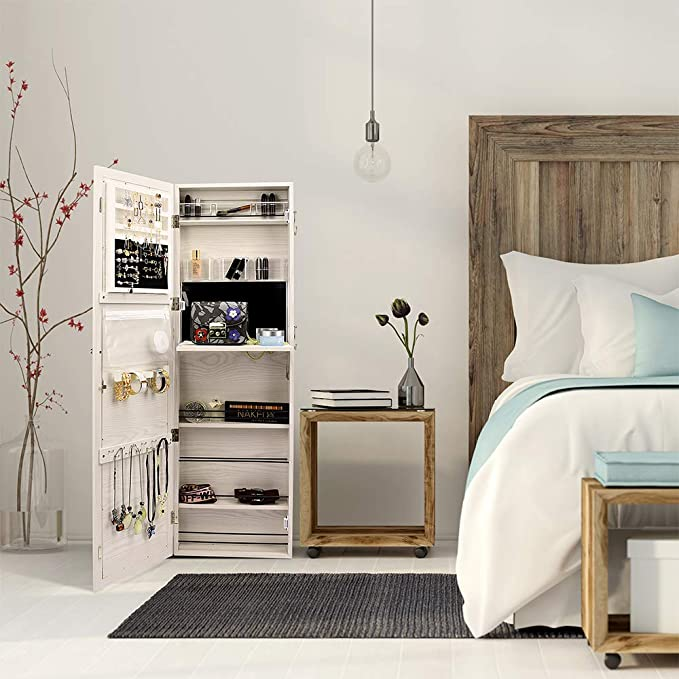 18 Teenage Girl Wall Decor Ideas for Her Bedroom 12 61ts8GpmoDL. AC SX679 The Old Summers Home The Old Summers Home is a DIY rustic home decor blog. We have amazing DIY posts showing you how we recreated our old house into our sweet little rustic home.