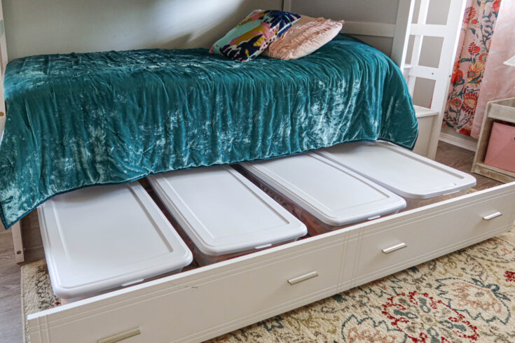 15 Best Small Bedroom Organization Ideas 11 Under the bed storage idea with storage bins on a trundle 4 735x490 1 The Old Summers Home Today we're going to look at some small bedroom organization ideas that will have you living large in no time.
