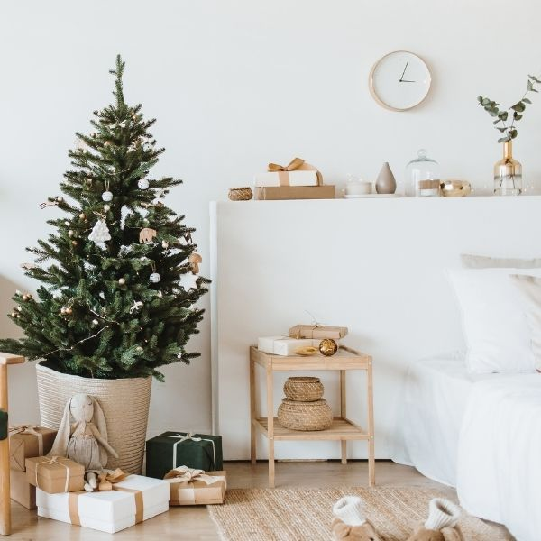 Welcome to The Old Summers Home 2 minimalist christmas The Old Summers Home Welcome to The Old Summers Home where we are all about living life like a boss! Being a mom of 3 with 2 businesses I know all about chaos, let's make it easy!